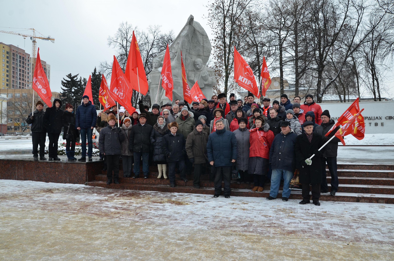 23 февраля. Коммунисты Рязани у Вечного Огня и монумента Победы
