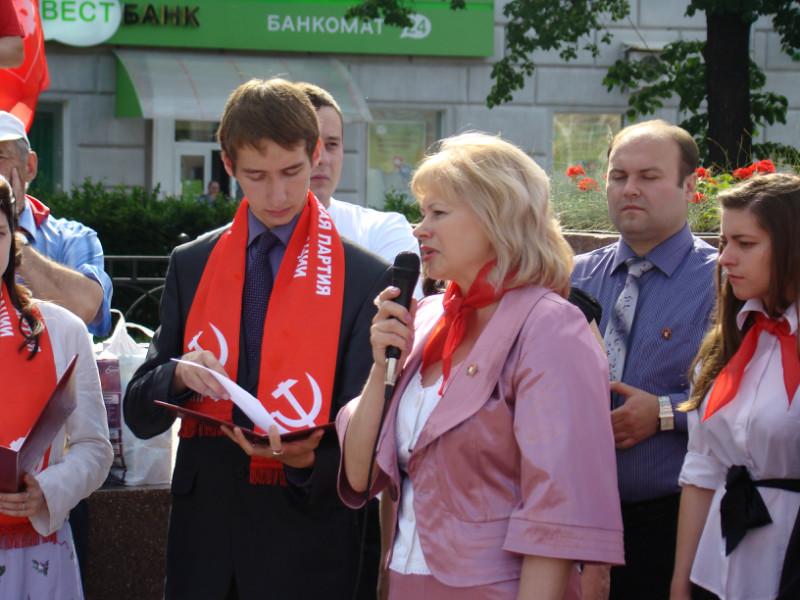 19 МАЯ в г.Рязани на пл. Ленина прошла торжественная линейка, посвященная 90-летию Пионерской организации