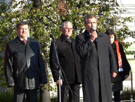7 октября в Рязани на пл. Ленина прошел организованный обкомом КПРФ митинг протеста против лишения населения элементарных коммунальных услуг