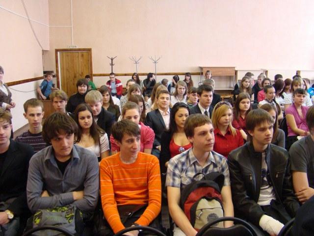 В.Н. Федоткин выступил перед учащимися 10-11 классов