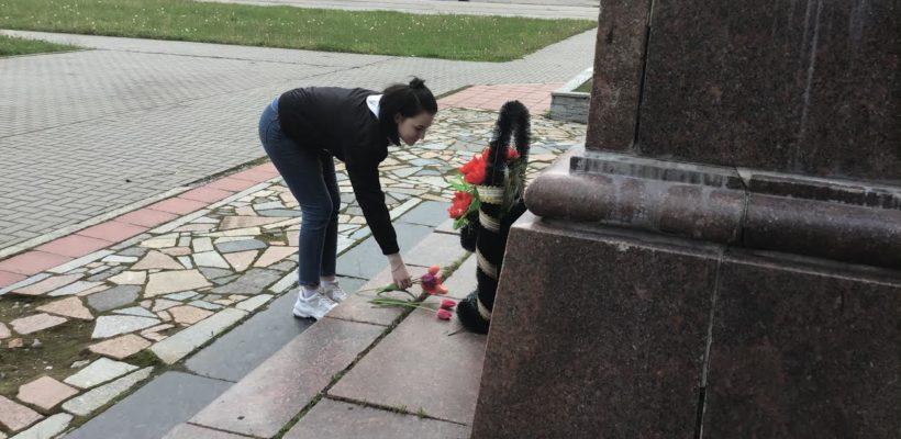 Сасовские коммунисты возложили цветы к памятнику В.И.Ленина