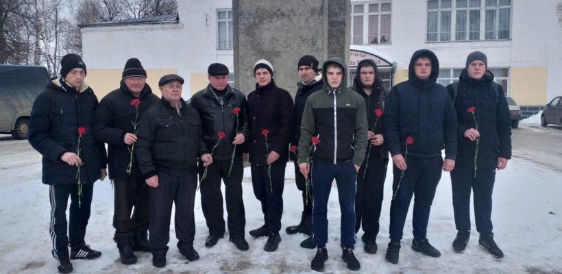 Сараевские коммунисты и комсомольцы отметили День Советской Армии и Военно-Морского Флота