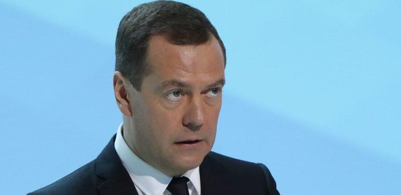 Реванш капитализма: Дмитрий Медведев подписал указ об отмене 8-часового рабочего дня
