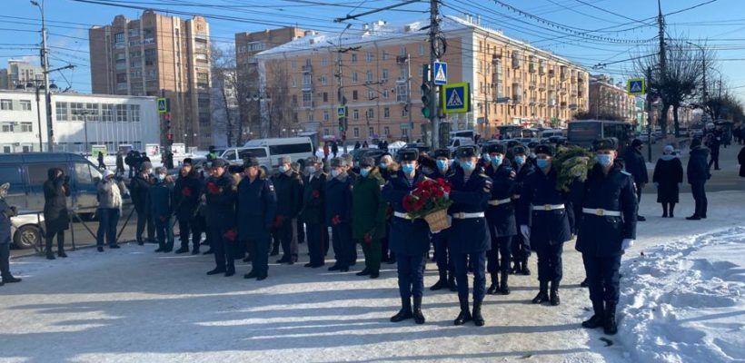 Депутаты-коммунисты приняли участие в торжественных мероприятиях, приуроченных ко Дню Советской армии и ВМФ