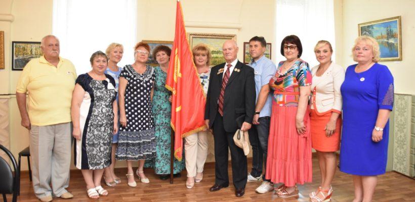 Знамя 100-летия Ленинского комсомола передано городу Сасово