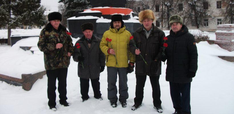 Коммунисты Касимова возложили цветы к памятнику В.И. Ленину