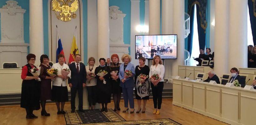 Депутата-коммуниста Галину Гнускину на итоговом заседании Рязанской областной Думы VI созыва наградили благодарностью