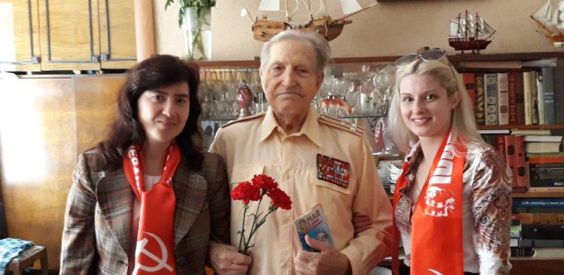 Коммунисты и комсомольцы Железнодорожного района поздравили с Днем Победы своих товарищей-ветеранов