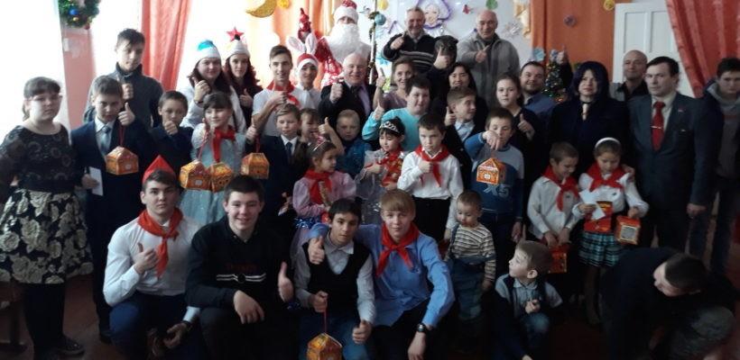 В канун новогодних праздников в Касимовском районе прошла пионерская ёлка