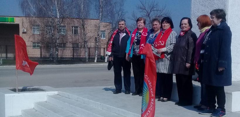 Клепиковские коммунисты возложили цветы кпамятнику В.И. Ленина