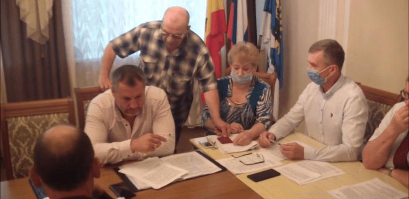 Новомичуринский депутат сложил мандат из-за решения администрации закрыть молочную кухню. Видео