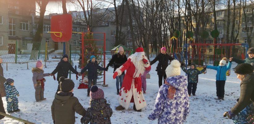 Депутаты-коммунисты помогли организовать детские праздники