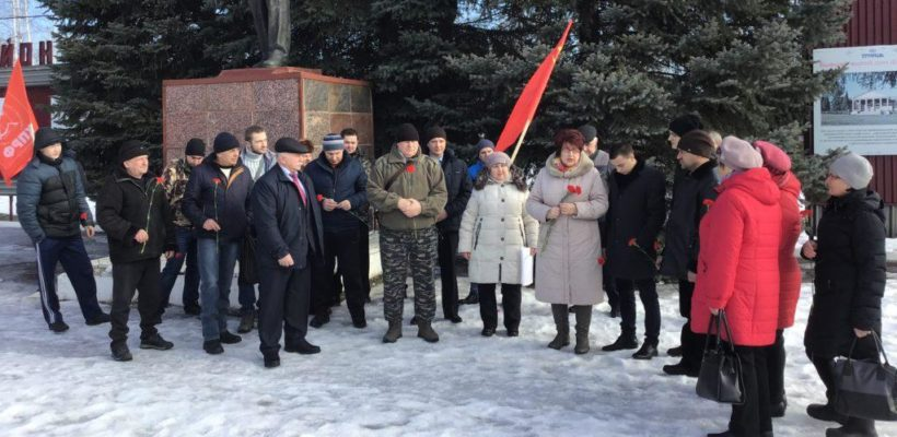 Сасовские коммунисты в преддверии Дня Советской Армии и Военно-Морского флота провели пикеты, митинг и автопробег