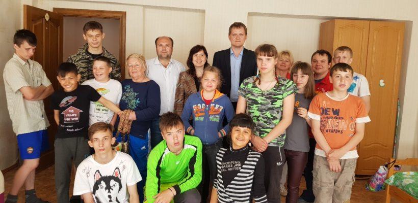 Рязанские коммунисты накануне Дня защиты детей посетили Костинский интернат