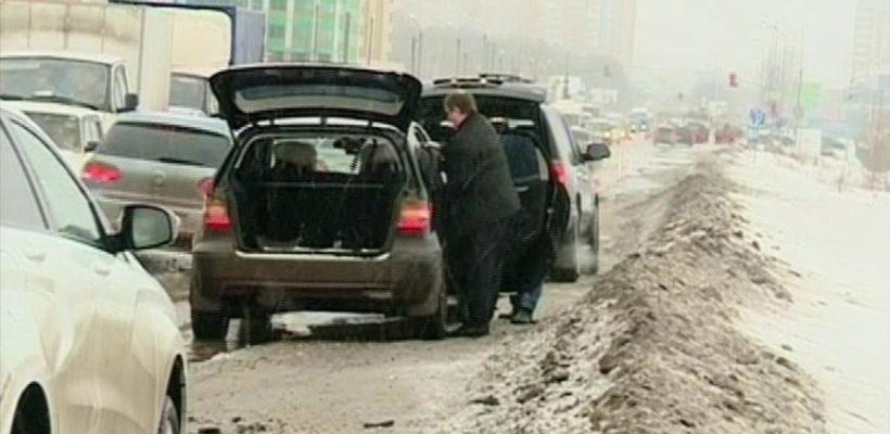 В Рязани четыре автомобиля угодили в одну и ту же яму, пробив колёса