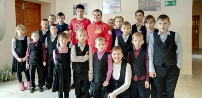 Коммунисты-депутаты и комсомольцы посетили Костинский детский дом