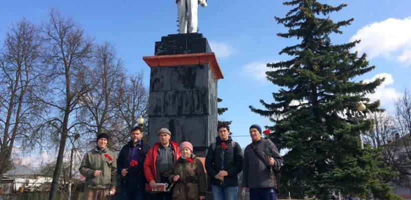 Касимовские коммунисты возложили цветы к памятникам В.И.Ленину