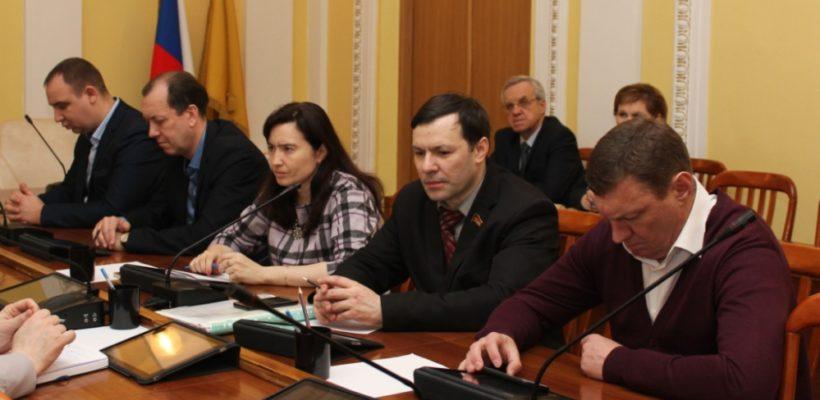 Депутаты-коммунисты на профильном комитете гордумы подняли вопрос о нехватке мест в ясельных группах