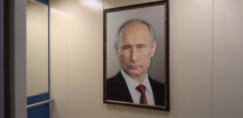 Пранкеры сняли реакцию москвичей на портрет Путина в лифте