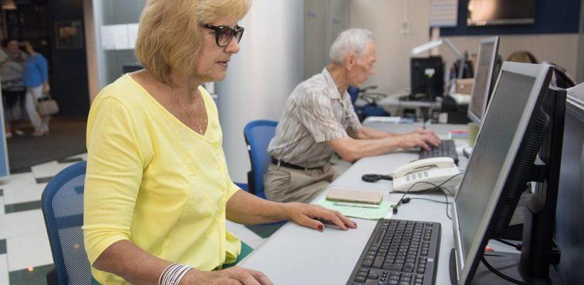 «Царь добрый». После многолетних требований коммунистов Путин поручил «проработать» вопрос индексации пенсий работающих пенсионеров