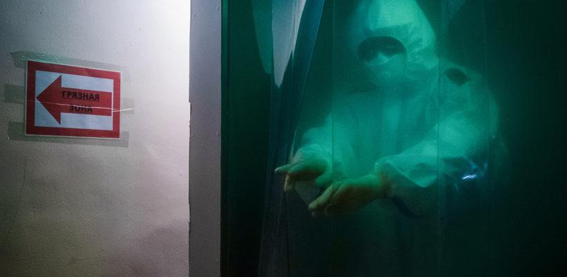 Суточное число заразившихся коронавирусом в России приблизилось к майскому максимуму