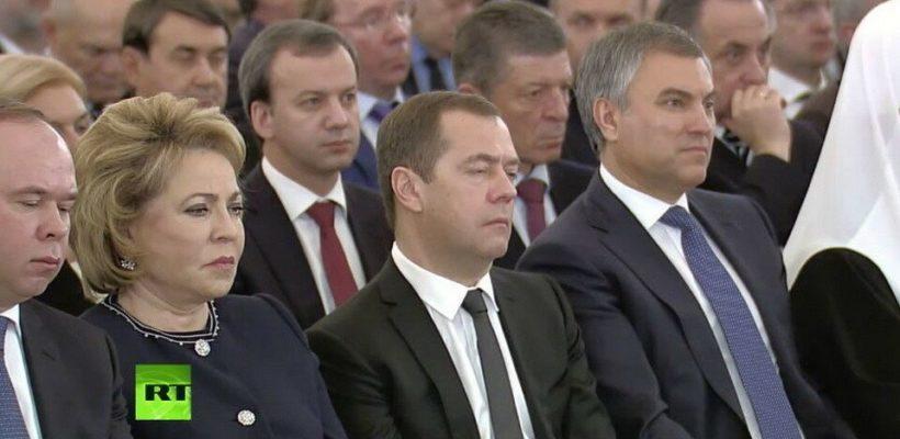 Денег снова нет: россиянам придется затянуть пояса ради силовиков и телевизора