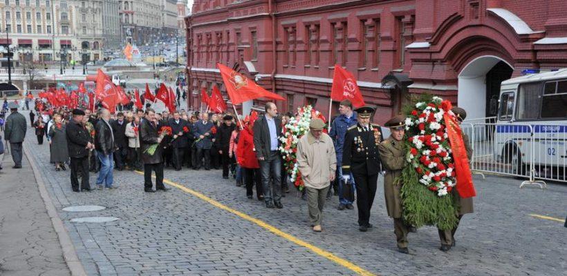 Сама история доказала правоту Ленина! Коммунисты во главе с Г.А. Зюгановым возложили цветы к Мавзолею на Красной площади