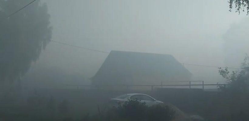 Туму накрыл густой смог от горящей свалки