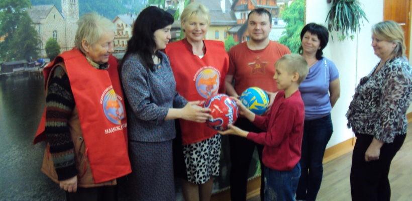 Коммунисты посетили школу-интернат для детей сирот