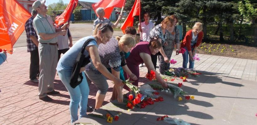 Чучковские коммунисты встречают 73-ю годовщину Великой Победы