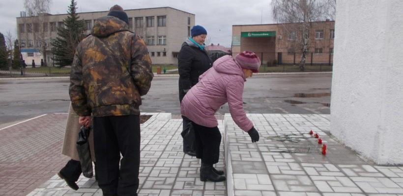Клепиковские коммунисты возложили цветы к памятнику В.И. Ленину