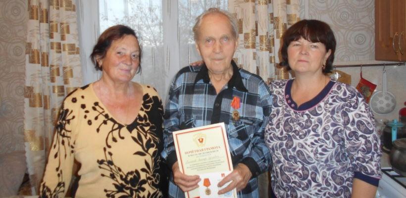 Клепиковские коммунисты наградили участника Великой Отечественной войны медалью 100 лет ВЛКСМ