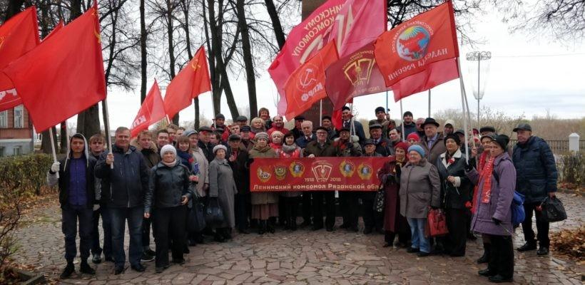 Коммунисты и комсомольцы города Рязани возложили цвета к обелиску Героям гражданской войны
