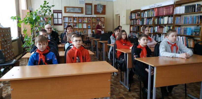 Пионерская организация проводит работу по патриотическому воспитанию школьников