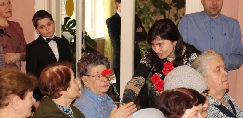 Депутаты-коммунисты Рязани поздравили женщин с праздником 8 Марта и рассказали об его истоках