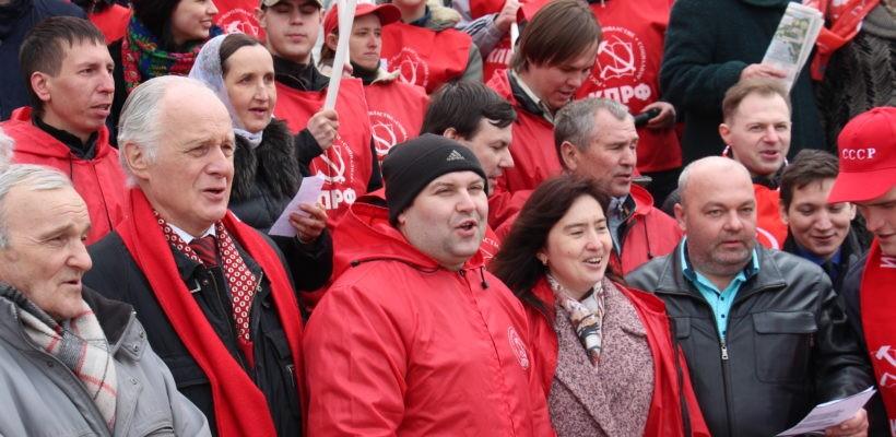 Руки прочь от Ленина и Мавзолея! Митинг и возложения цветов в Рязани
