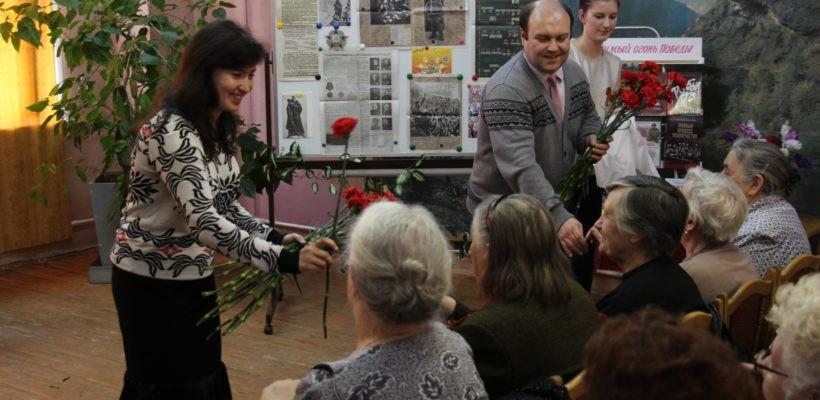 Депутаты-коммунисты Рязанской гордумы поздравили ветеранов с приближающейся годовщиной Великой Победы