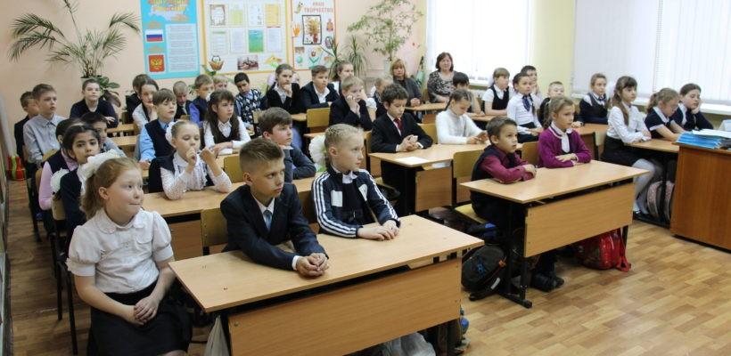 Коммунисты рассказали школьникам про пионерскую организацию