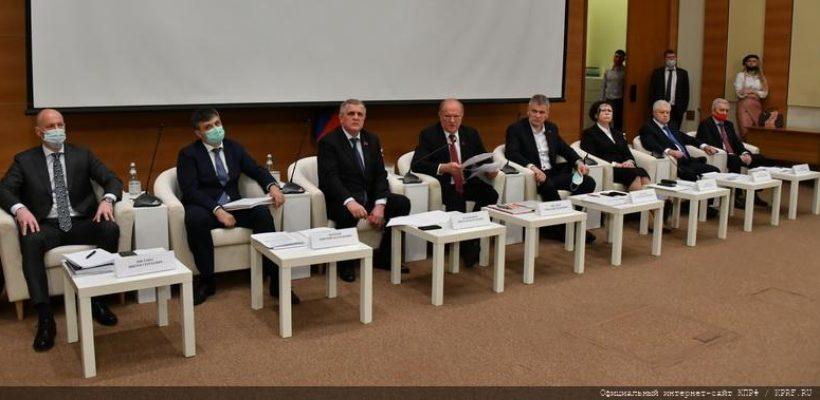 КПРФ в Госдуме провела парламентские слушания о законодательном регулировании в сфере здравоохранения