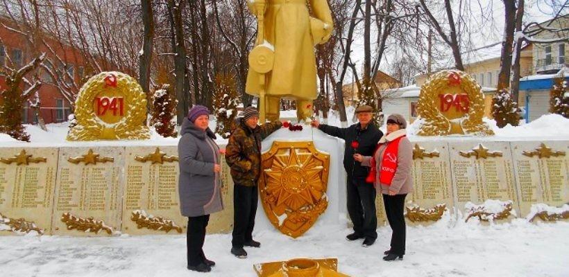 Клепиковские активисты возложили цветы к памятнику Воину-освободителю в день вывода советских войск из Афганистана