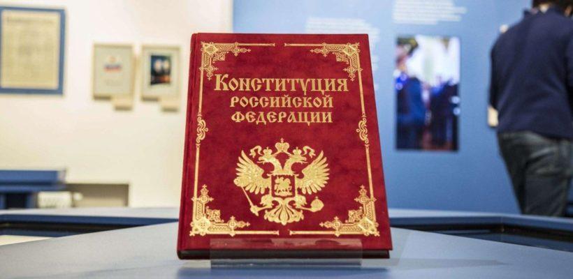 Политолог: конституционного права в России больше нет