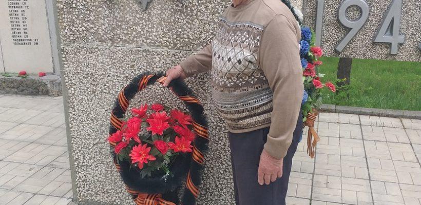 Сараевские коммунисты возложили цветы к мемориалу в День Победы