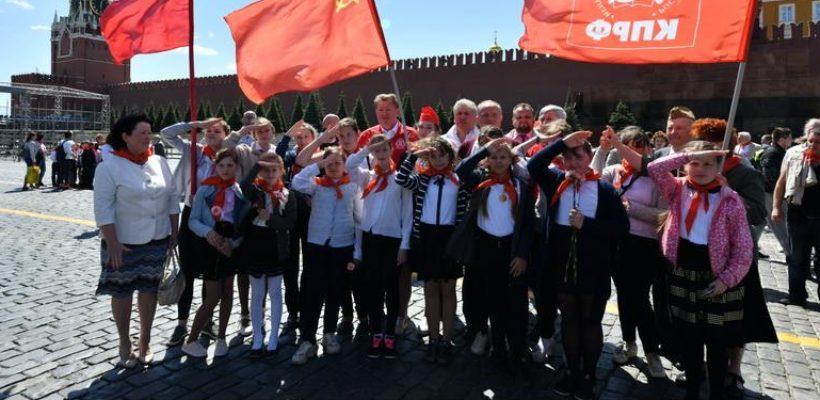 Клепиковские пионеры дали клятву на главной площади страны