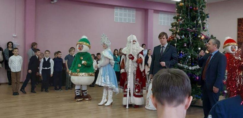 Депутаты-коммунисты и активисты КПРФ поздравили детей с наступающим новым годом