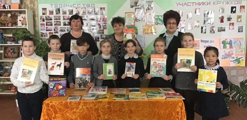 Депутат Рязанской областной думы Галина Гнускина пришла с книгами к детям