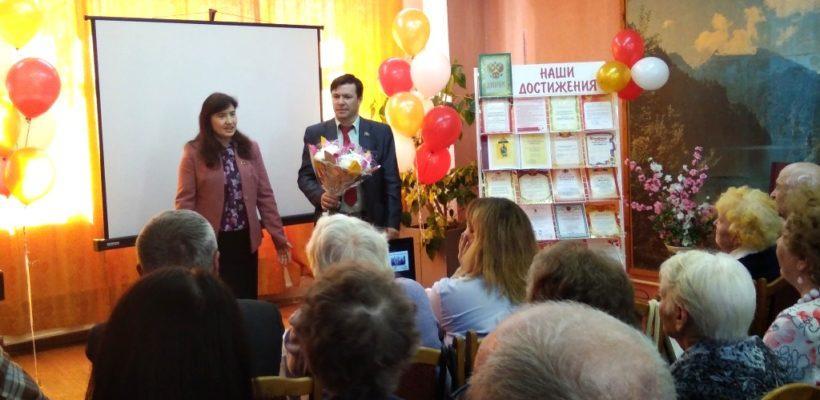 Депутаты-коммунисты поздравили коллектив рязанской библиотеки с 50-летием