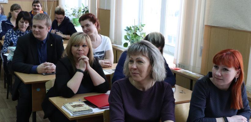 Денис Сидоров принял участие в собрании педагогического коллектива школы №39