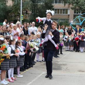 1 сентября депутаты-коммунисты посетили школы Рязани
