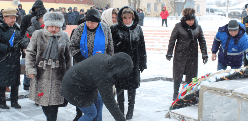 Сасовские коммунисты отметили День Советской Армии и Военно-Морского Флота возложением цветов