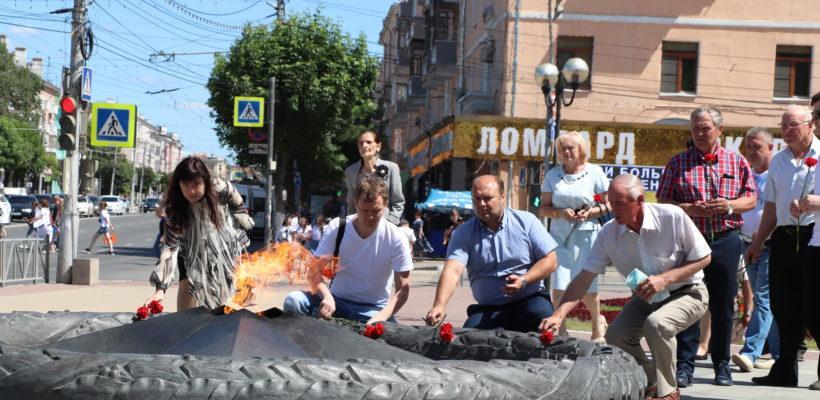 Цветы к Вечному огню возложили коммунисты Рязани